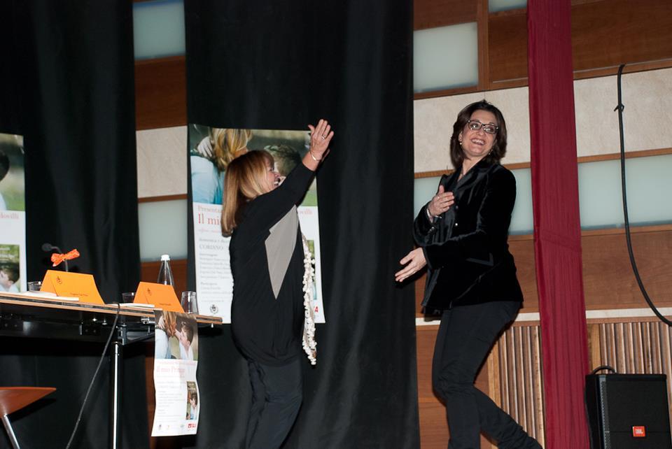 Gina Codovilli accoglie sul palco Catena Fiorello