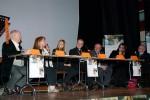 Il tavolo dei relatori. Da sinistra: Nino Montanari, direttore didattico, Gina Codovilli, Domenica Spinelli, sindaco di Coriano, mons. Francesco Lambiasi, vescovo di Rimini, Eugenio Dal Pane e Catena Fiorello.