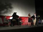 Simone Sala, al pianoforte, e gli attori Barbara Petti e Luca Cataldi